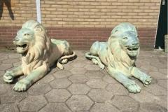 bronzen liggende leeuwen