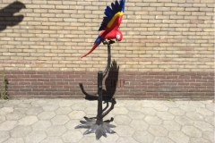 bronzen papegaai op tak