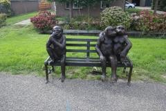bronzen bank met 3 apen
